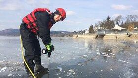 Sice mrzne, ale led není bezpečný! Na Pryglu budou měřit jeho tloušťku poprvé v pátek