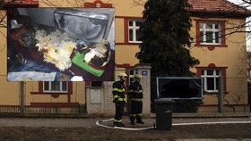 Ve sklepě domu v Košířích hořelo. Hasiči museli evakuovat zdejší obyvatele