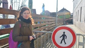 Vykolejený vlak v Radotíně: To bylo o fous! Šárka (35) stála jen pár metrů od místa, kde spadl balvan
