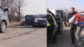 Zfetovaný cizinec v kradeném autě ujížděl policistům: Zastavil ho až výstřel!