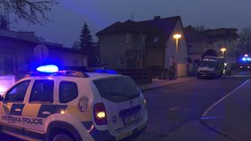 Výbušnina v Roztokách u Prahy?! Muž strážníkům na služebnu přinesl podezřelý balíček, zkoumají ho odborníci