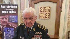 Ještě jeden dárek pro generála Emila Bočka (95): Křest životopisné knihy!