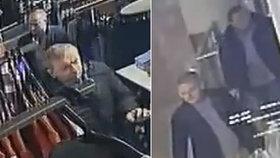 Na alarm byli krátcí! Zloději na Žižkově napěchovali tašku oblečením za osm tisíc, prodavačka za nimi vyběhla