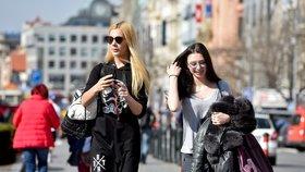 Do Česka vtrhlo jaro, bundy šly dolů. V Praze bylo rekordních 19,5 °C