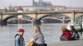 Jarní teploty se v Praze udrží. Oblohu příští týden prostřídá jasno i dešťové mraky