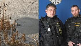 Policista hrdina: Po zamrzlé Bečvě se plazil k topícímu! Led pod ním praskl také!