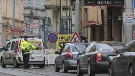 Krušné ráno na Žižkově: Dopravu ve špičce zkomplikovaly práce na Jana Želivského, tvořily se kolony