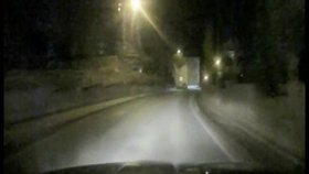 Řidič šílenec? Obcí na Sokolovsku prosvištěl rychlostí 126 km/h