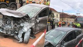 Na Albertově po nehodě vykolejila tramvaj! Zablokovala dopravu, linky musely jinudy