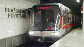 Další problémy na Pražského povstání. Porouchal se eskalátor, lidé musejí oklikou