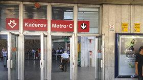 """Výluka na """"céčku"""": Metro nejezdí mezi stanicemi Pražského povstání a Kačerov, mění se pražce"""