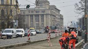 Na nábřeží Kapitána Jaroše se vracejí silničáři: Rekonstrukce potrvá do půlky srpna