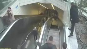 Hrozivé video: Eskalátor plný lidí se za jízdy rozevřel a vcucl muže