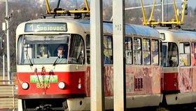 Velikonoční tramvaj zdobí pomlázky i vajíčka. Cestující se s ní povezou na lince 1