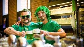 Brňáci popíjeli speciální zelené pivko i v šalině, která kroužila po městě
