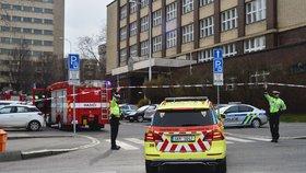 Evakuace budovy VŠE na Žižkově: Někdo tu mailem nahlásil bombu