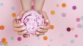 Jarní laky na nehty: V módě jsou pastelové, oranžové a perleťové