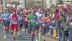 Běh jako očista. V Praze startuje tradiční půlmaratón, běží ho i vězni