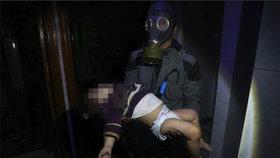 Udušené děti, pěna u úst: Útok chemickými zbraněmi v Dúmá má nejméně 70 mrtvých