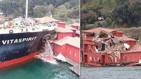 Obřímu tankeru se zaseklo řízení, rozmáčkl historickou budovu
