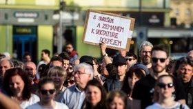 """Proti premiérovi se protestovalo ve 20 městech. Babiš: """"Ti lidé nechtějí vést debatu"""""""