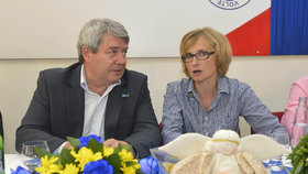 """Část komunistů Filipovi po debaklu """"mydlí schody"""". Konečná pohrozila rezignací"""
