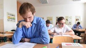 """Z matematiky letos """"rupla"""" téměř čtvrtina maturantů. Pohoršili si i v češtině"""