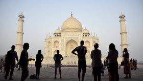 Barvu proslulého Tádž Mahalu řeší indický nejvyšší soud. Mění se do zelena