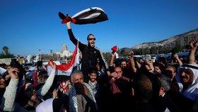 """Syřané v ulicích slaví, jak to """"nandali"""" raketám Západu. A ozval se Asad"""