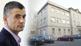 Telefonní ústředna Pankrác: Špiona Fajáda nechali dozorci volat 400x. Za krabičku cigaret