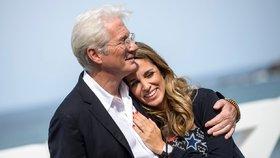 Richard Gere (70) je trojnásobným otcem! Dva porody manželky (37) za 14 měsíců