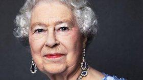 Královně Alžbětě je dnes 92 let: Proč slaví narozeniny dvakrát?
