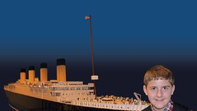 Chlapec s autismem postavil největší repliku Titaniku z lega. Teď doplula do USA