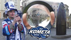 Brněnský orloj vypouští komeťácké skleněnky: Na počest titulu budou padat 13 dní