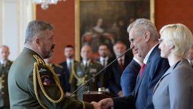 Armáda vyměnila vedení. Zeman jmenoval válečného hrdinu Opatu, nahradí Bečváře