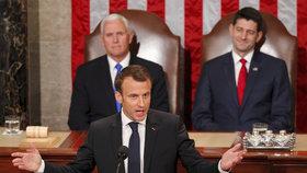 Macrona bouřlivě vítali v americkém Kongresu. Chce USA a Evropu bok po boku