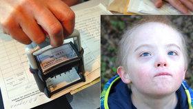 """Nemocný syn (3) Dany čekal na """"papír"""" z úřadu rok a půl. Dostal 20 tisíc"""