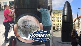 Brňané obléhají orloj: Kuličku s Kometou chce každý, ale »raketa« je asi rozbitá!