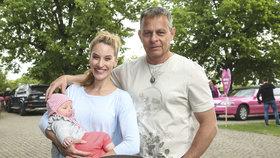 Filip Renč se pyšnil dcerkou Sofií, jeho žena zase postavou jako lusk!