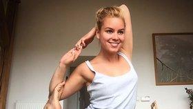 Celebrity na síti: Solaříková cvičila, Kokta se líbal pod třešní