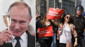 """""""Pryč s carem!"""" Proti Putinovi vyšli Rusové do ulic. Přes 1000 lidí zatkli"""