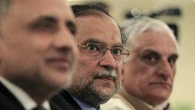 Ministr přežil pokus o atentát, postřelili ho do paže. Policie útočníka v Pákistánu zatkla