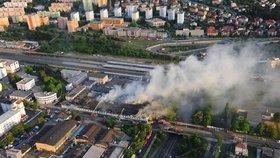 Areál s vyhořelou halou je spjatý s kontroverzním miliardářem. Chystá se tu developerský projekt