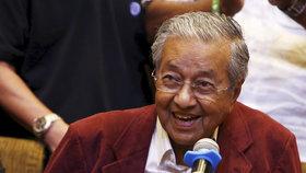 Nejstarší premiér světa: V 92 letech se vrátil do křesla, v němž seděl už v roce 1981