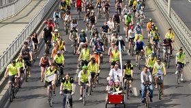 Stovky cyklistů zaplavily magistrálu. Tradiční jízdou upozornili na problémy kol v Praze