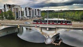 Odborníci o Libeňském mostě: Když ho stavěli, práci odbyli, zbourejte ho
