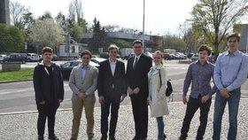 Sedm mladých statečných: Praha 7 si volí starostu za studenty, volby začaly