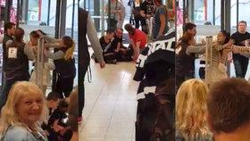 Bitka v ústeckém Kauflandu: Zloděje tu zaklekli tři muži, ženu vyprovodili fackami