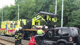 Tramvaj se srazila s autem ve Švehlově ulici. Žena (58) je v umělém spánku