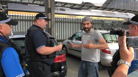 Taxikáři protestovali na hlavním nádraží. Objednali si řidiče Uberu, který je sem dovezl
